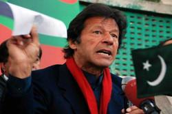 عمران خان يتخلى عن القصر ومئات الخدم ويدعو للتقشف