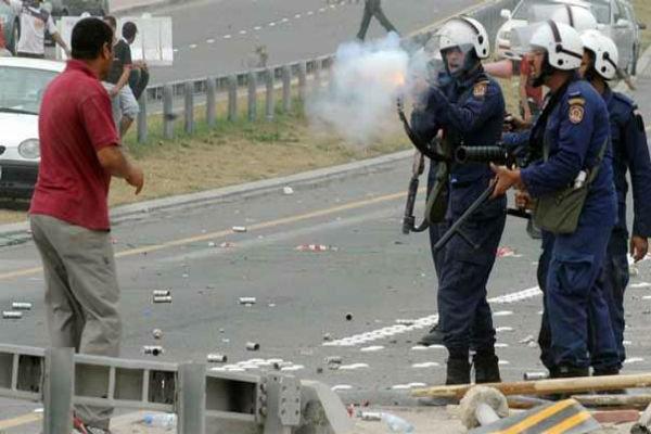 Bahreyn Polisi muhaliflerin evine vahşice saldırıyor/ Video