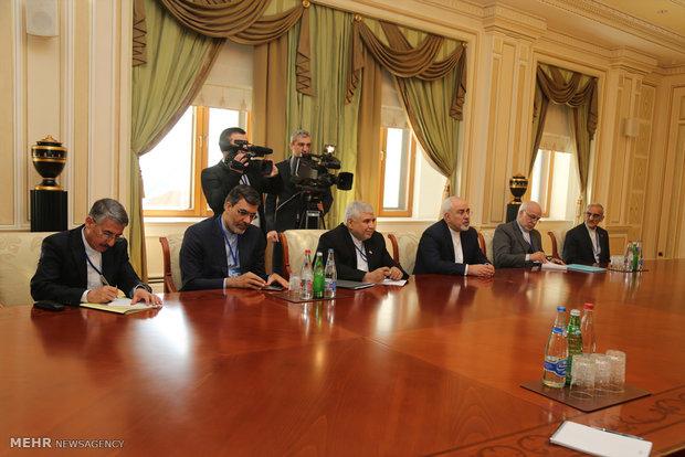 Zarif meets with Azerbaijan's Aliyev in Baku