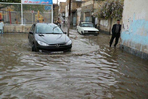 معابر و منازل مسکونی مشهد دچار آبگرفتگی شد