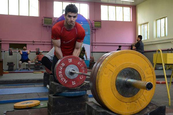 بازدید علی مرادی از تمرینات وزنهبرداران جوان