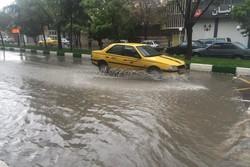 بارش شدید باران در کرمانشاه/ معابر دچار آبگرفتگی شدند