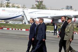 روحانی در فرودگاه