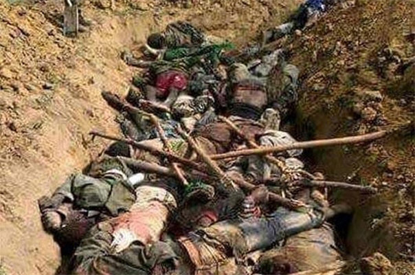 داعش کے زیرقبضہ علاقہ سے 100 افراد کی اجتماعی قبر برآمد / داعش نے ان کے سر کاٹ دیئے تھے