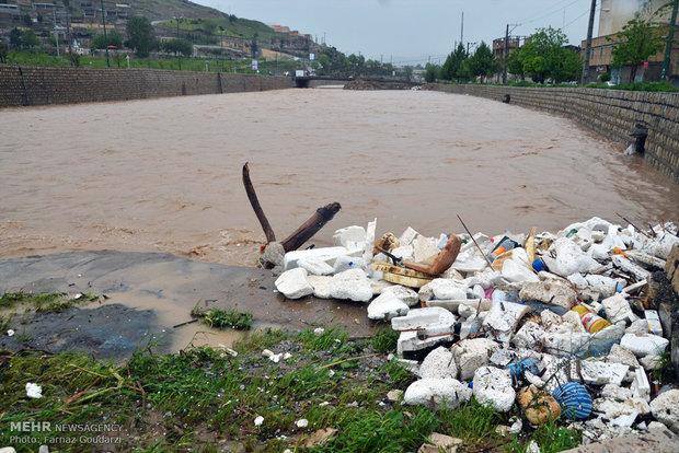 """فيضان نهر """"خرم رود"""" وسيول في مدينة """"خرم آباد"""""""