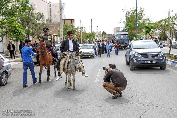 """مراسم """"التلويح بالمجرفة"""" التقليدية في ايران"""