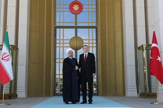 الرئيس التركي يقيم مراسم استقبال رسمية لرئيس الجمهورية الاسلامية الايرانية