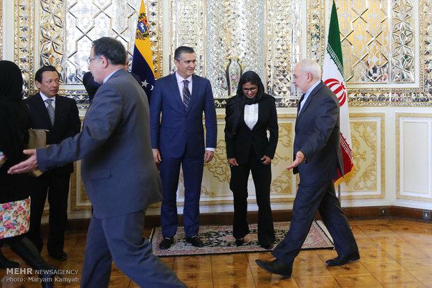 Zarif meets Venezuelan counterpart in Tehran