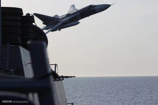 جنگنده های روس بالای سر ناوشکن آمریکا