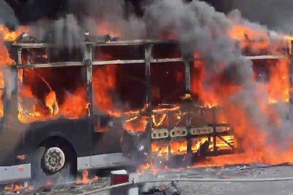 استنبول میں ایک بس میں آگ لگ گئی