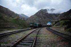 ریل گذاری راه آهن ایران روی موتورهای دوگانه سوز ملی