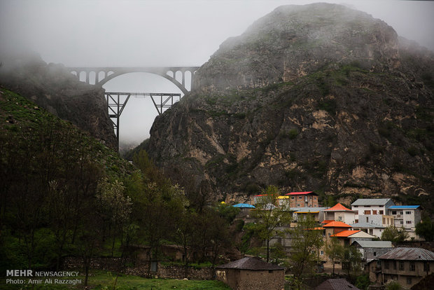 جسر ورسك ثمانون عاماً بين الغيوم
