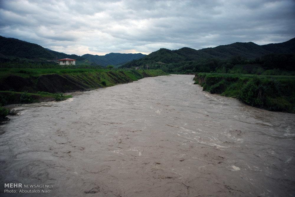 طغیان رودخانه و سیل در سد نرم آب شهرستان مینودشت