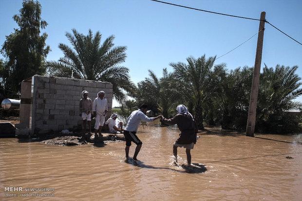 عمليات الاغاثة للقرى التي حاصرتها السيول في محافظة خوزستان
