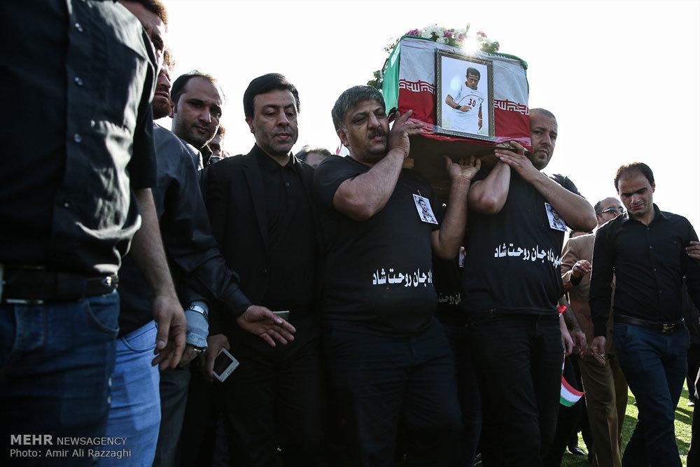 آیین تشییع  پیکر مرحوم مهرداد اولادی بازیکن تیم ملوان بندر انزلی