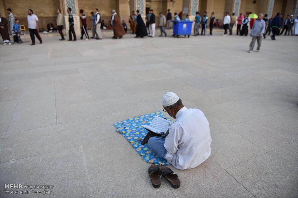 مراسم معنوی اعتکاف در مسجد وکیل شیراز