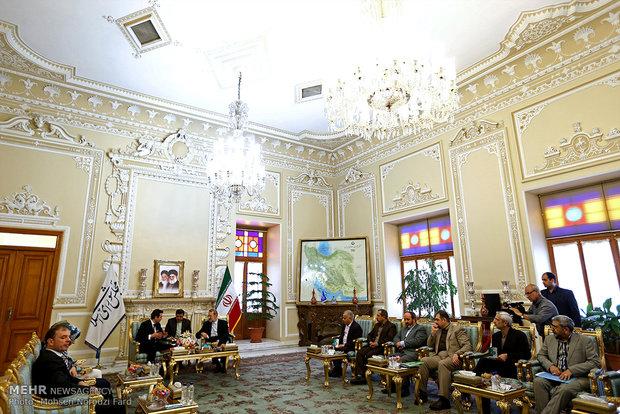 Larijani meets with Macedonian FM