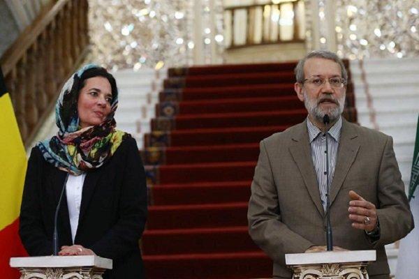 لاريجاني يدعو الى تذليل العقبات التي تعيق تطوير العلاقات الاقتصادية بين ايران وبلجيكا