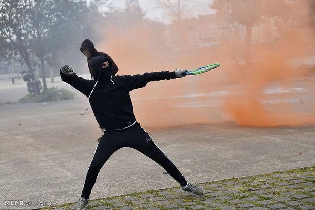 درگیری معترضان با پلیس فرانسه
