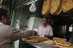 افزایش غیررسمی قیمت نان در بازار/آزادپزها قیمت را گران کردند