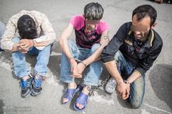 دستگیری اعضای باند سارقان کیفقاپ و موبایل قاپ