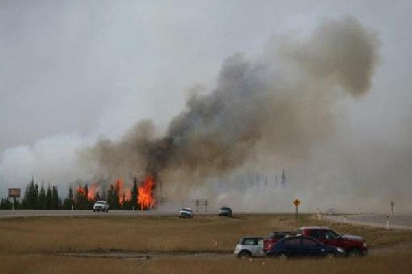 حرائق الغابات في غرب كندا تتسع وتؤدي الى خفض الانتاج النفطي