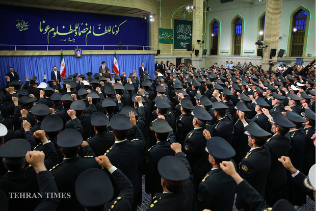 Supreme Leader receives police commanders