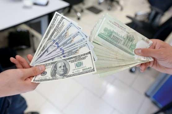 حرکت غیراقتصادی دولت در بازار ارز/دلواپسی تجار از آینده نرخ دلار