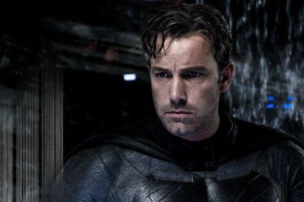 خشم بن افلک از نقدهایی که «بتمن در برابر سوپرمن» را ضعیف دانستند