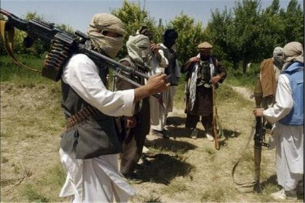 بزرگراه «قندوز- بغلان» طی درگیری طالبان و نظامیان افغان مسدود شد