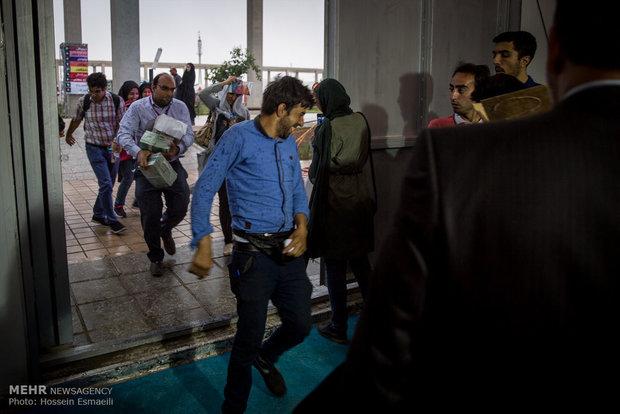 بارش شدید باران در نمایشگاه کتاب تهران