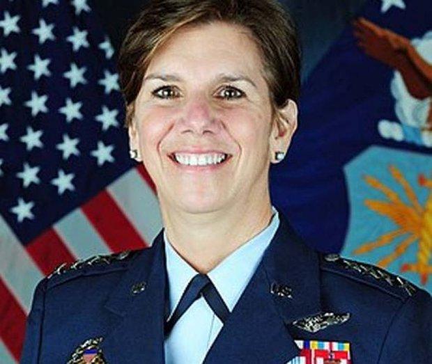 امریکہ کی فوجی خاتون افسر جنگی کمانڈ کی سربراہ مقرر