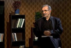اهدای آثار جمعی از شاعران و نویسندگان به موسوی گرمارودی