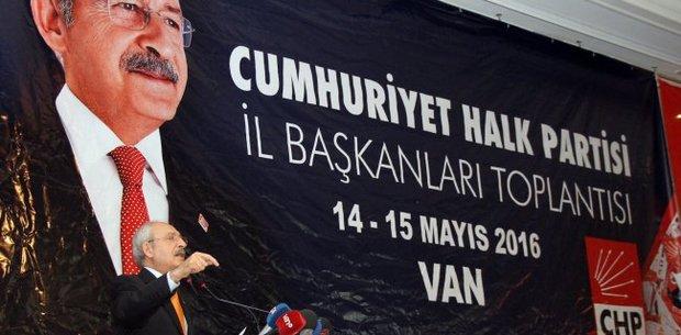 جنگ داخلی ترکیه ۲۰۰ هزار شهروند کرد را بی خانمان کرده است