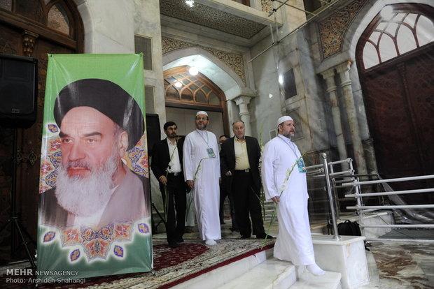 المشاركون في المسابقات القرآنية الدولية يزورون مرقد الامام الخميني (رض)