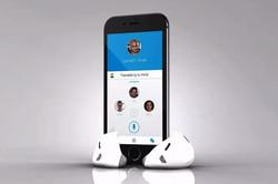 شنیدن ترجمه همزمان با یک دستگاه ویژه