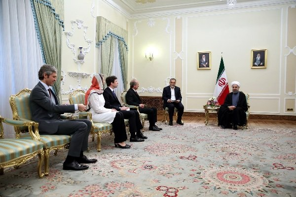 روحاني : انطلاق مرحلة جديدة من العلاقات بين ايران وفرنسا