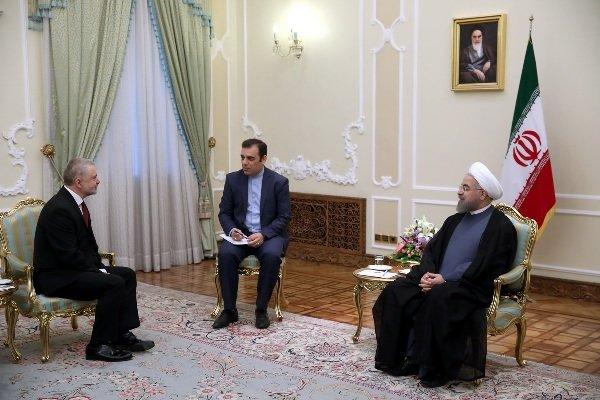 روحاني يشدد على تقوية العلاقات التجارية بين ايران وسلوفاكيا