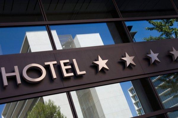 صنعت هتلداری