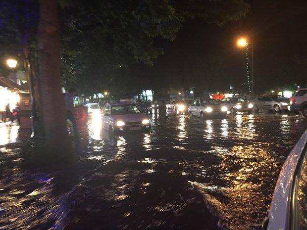 بارش باران موجب آبگرفتگی معابر شهر ارومیه شد