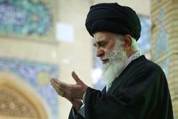 قائد الثورة الاسلامية يقيم صلاة الجماعة طيلة شهر رمضان