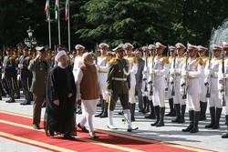 Ruhani, Hindistan Başbakanı'nı resmi törenle karşıladı