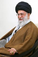 إزاحة الستار عن سجادة قرآنية بحضور قائد الثورة الاسلامية