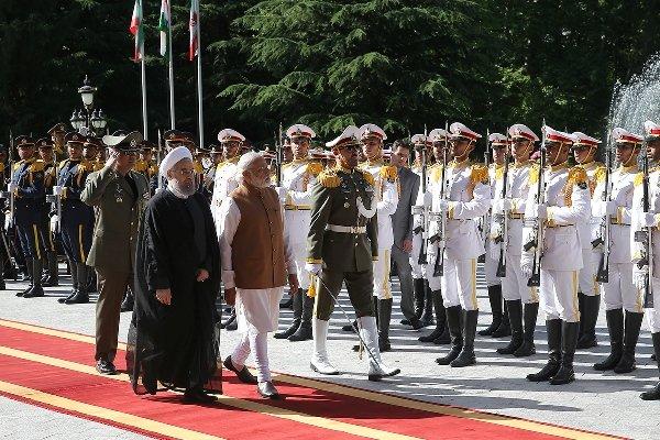 ہندوستانی وزير اعظم کا تہران میں باقاعدہ استقبال