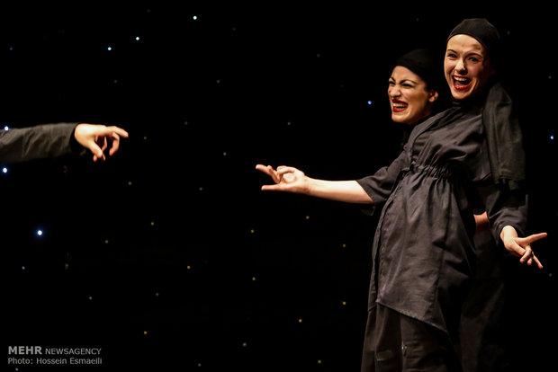 """مسرحية """"حدود"""" على خشبة طهران"""