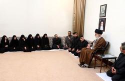 عائلة الشهيد السيد مصطفى بدر الدين تلتقي قائد الثورة الاسلامية