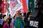 تظاهرات ضد آمریکایی مردم هیروشیما در اعتراض به سفر اوباما