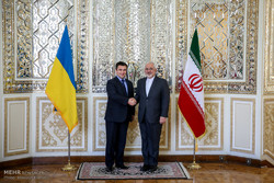 وزير الخارجية الايراني يجري محادثات مع نظيره الاوكراني