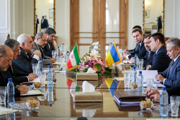 ظريف يشدد على ضرورة التعاون بين ايران واوكرانيا على الصعيد الدولي