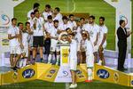 جام قهرمانی حذفی به بازیکنان ذوب آهن اهدا شد